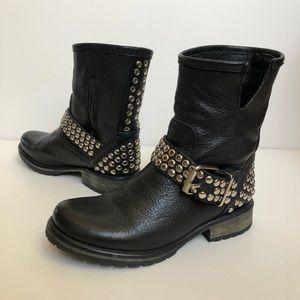 Steve Madden Shoes - Steve Madden black leather studded boots